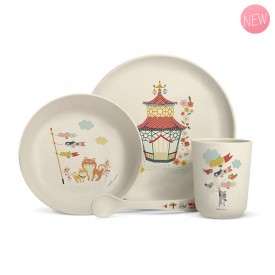 Complete bamboo fibre dinner set for children.